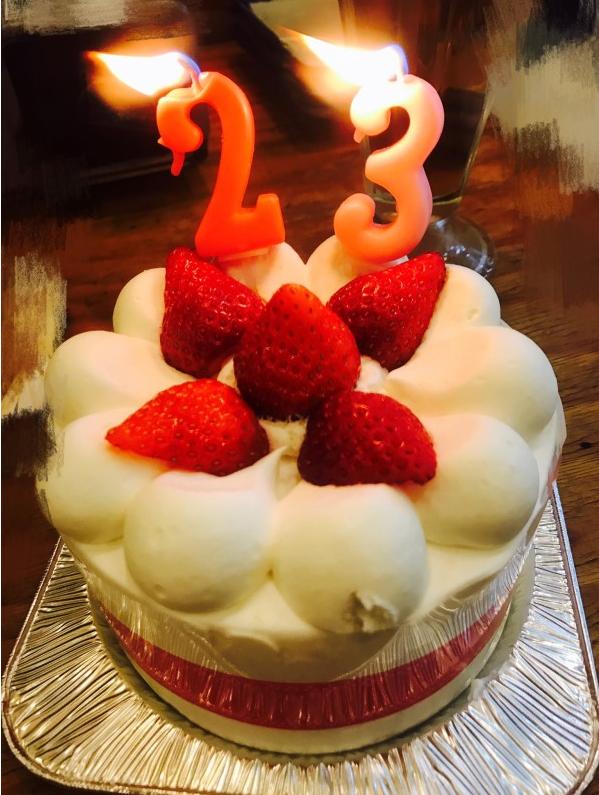 青山真麻誕生日をケーキでお祝い。本当は32歳誕生日!?