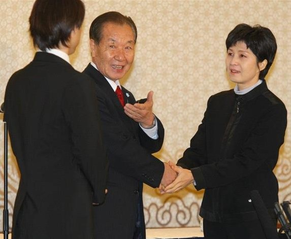 金賢姫、田口八重子の息子と面会