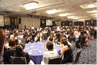 GACKTの誕生日パーティーには毎年各界の経営者が集まり盛大に開催。
