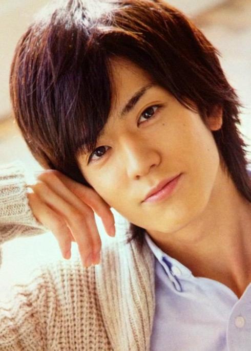 中島裕翔20歳以上はなれた吉田羊との熱愛。