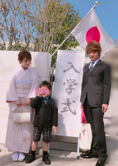 辻希美、杉浦太陽と子どもの入学式に参加