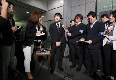 眞子さまの婚約者小室圭が勝手に婚約発表
