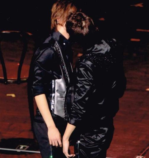 藤井と小瀧のキス画像