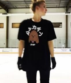 アンバー・グレンのTシャツに書いている日本語が変