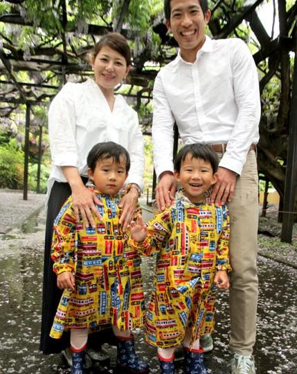 吉田圭伸、嫁と双子の子供画像