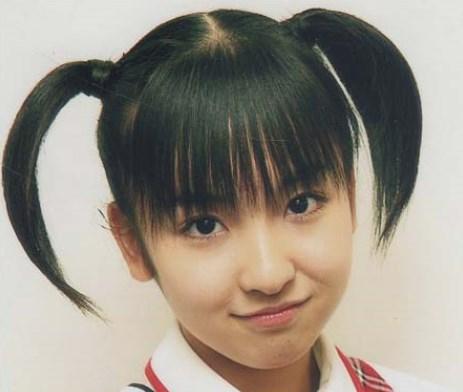 板野友美デビュー当時は別人か