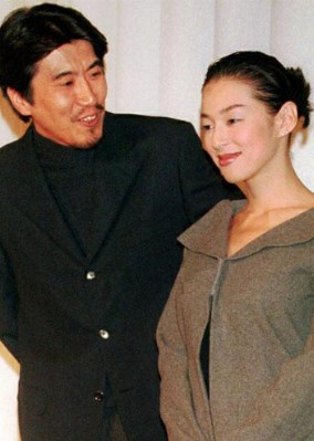 石橋貴明鈴木保奈美と即結婚を決める