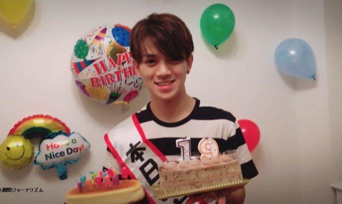 こじまこ宮近海斗の誕生日パーティーを自宅で開く