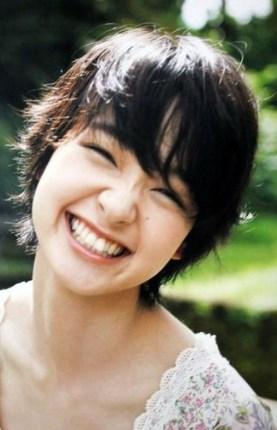剛力彩芽の歯を出して笑う笑顔が可愛い