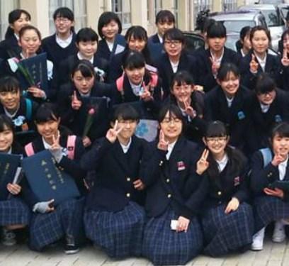 山本彩加川西名峰中学では陰キャ