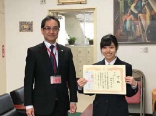 岩田陽菜が税務署で表彰