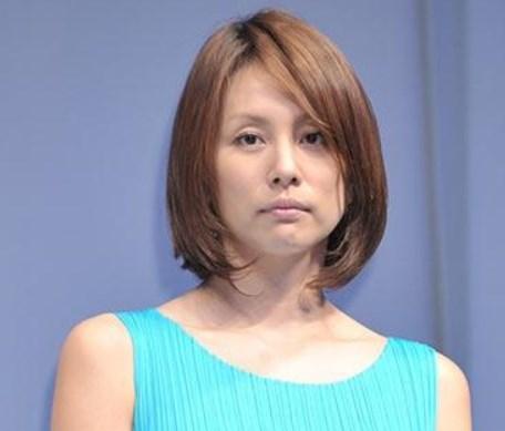 米倉涼子痩せた頬は重力には勝てない