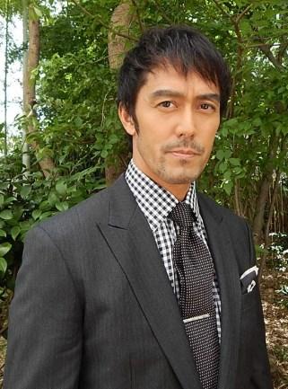 阿部寛最近はスーツ姿が多い