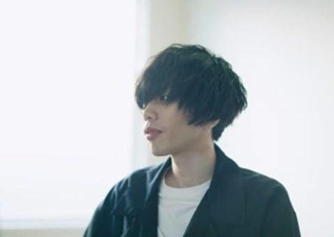 米津玄師の顔が怖い!前髪が長いのは鏡を見るのが嫌