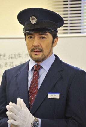 谷中敦俳優で駅員を演じる