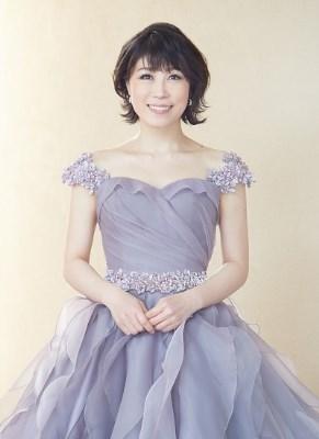 水森かおりのドレス姿はまさにお嬢様