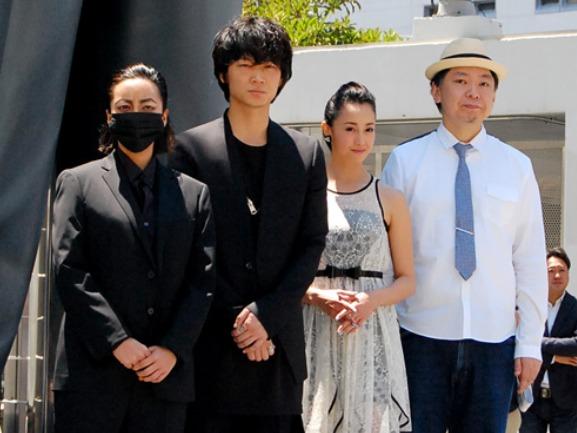 綾野剛新宿スワンキャンペーンで全国を回る